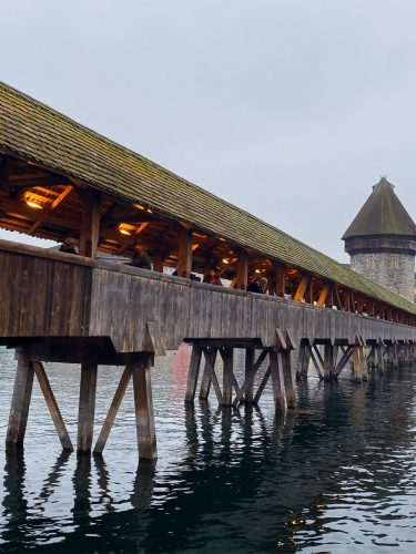 A BUDGET GUIDE TO SWITZERLAND (INCLUDING: PHOTOS FROM LUCERNE)