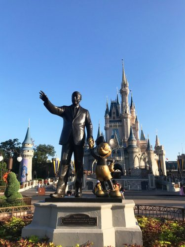 HOW I BOOK A TRIP TO DISNEY WORLD (A 5 STEP GUIDE)